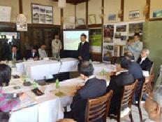 田染荘の「ホタルの館」で申請内容を説明